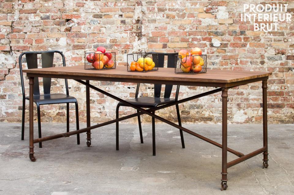 Table (sur roulette) et chaises d'atelier- meubles de style rétro Produit Intérieur Brut.