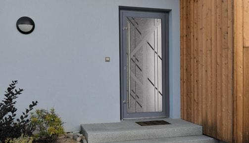 Une porte d'entrée PVC de la maison Tryba
