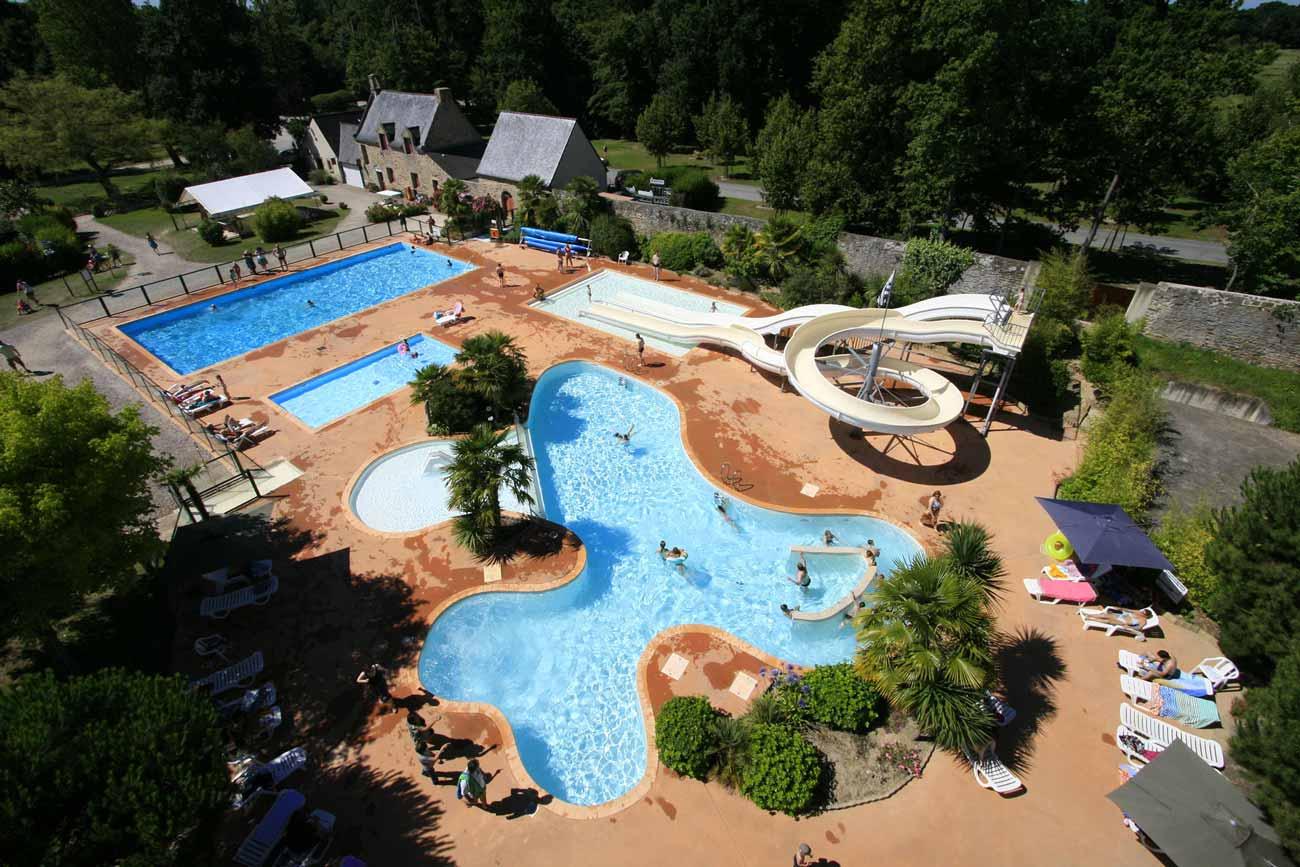 Le camping Château de Galinée est un camping avec  piscine et toboggan